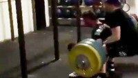 Gym fails: squatter crushes spotter