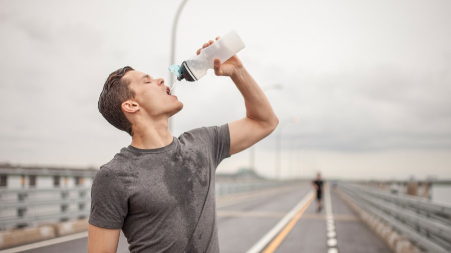 Consuming Carbs During Endurance Workouts Might Actually Help Protect Your Immune System