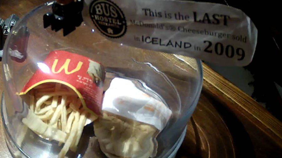 Screenshot of a live stream of a burger at the Bus Hostel in Iceland.