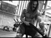Here's Even More Proof That Jason Momoa Got Pretty Damn Shredded to Play Aquaman in 'Justice League'