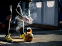 10 At-home Workouts You Can Do With 1 Kettlebell