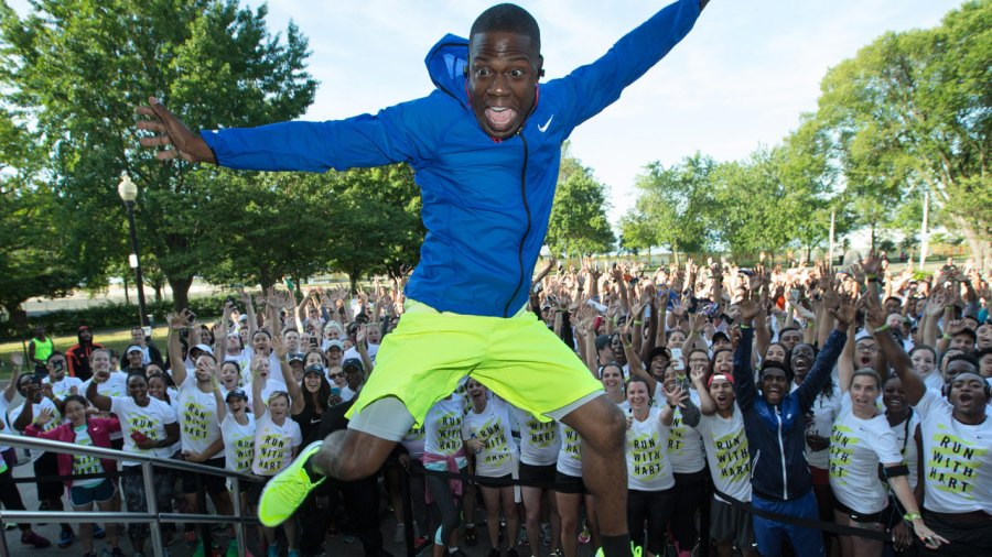 Kevin Hart jumping in front of runners