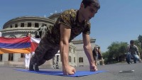 Knuckle Pushups Record / YouTube @ManvelMamoyan