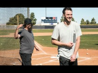 Watch: Greg Maddux pranks Kris Bryant
