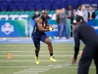 Leonard Fournette runs drills at the 2017 NFL combine