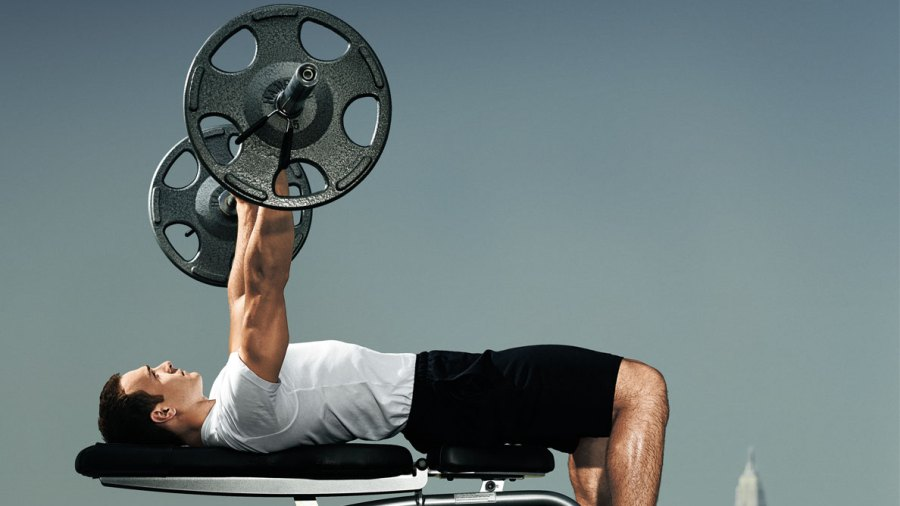 3 Bench Press Fixes to Help You Lift More Weight—instantly