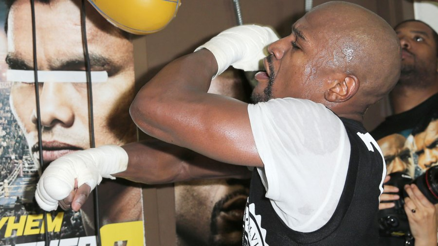 Floyd Mayweather Shows Off Before Pacquiao Showdown