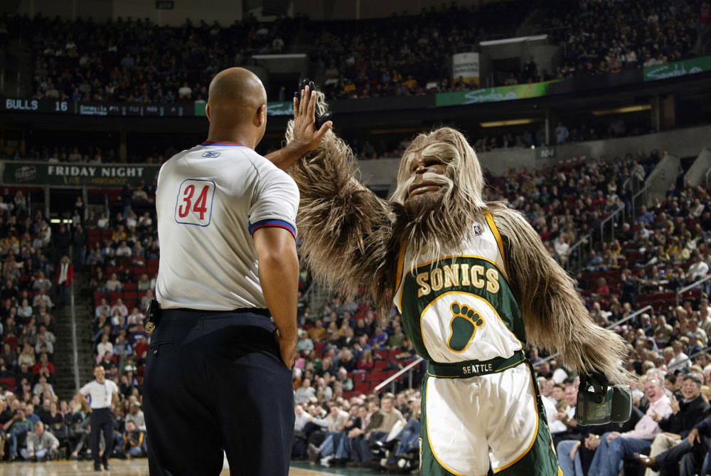 NBA ref Marc Davis and the Sonics mascot