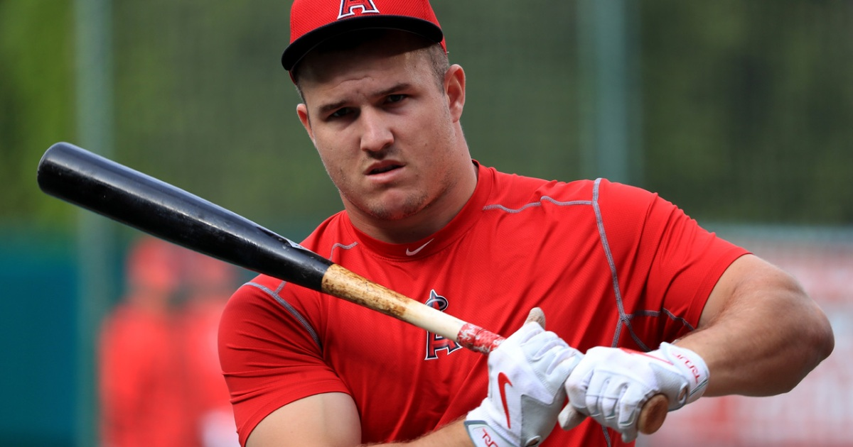 Watch: Mike Trout runs with a 135-lb barbell on his back