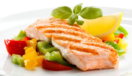 Quick Tip: Eat Fish and Nuts to Ward Off Alzheimer's