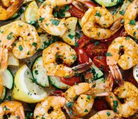 One pan spicy garlic shrimp with vegetables