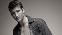 MF Guy: Suburgatory's Parker Young