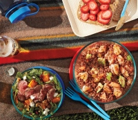 4 Portable, Nutrient-Packed Meals You Can Take to a Beach, Park, or Picnic