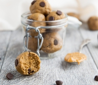 Healthy Cookie Dough Peanut Butter Protein Balls