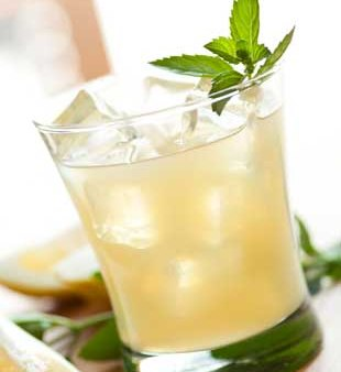 Warm-Weather Spiked Lemonade Cocktail