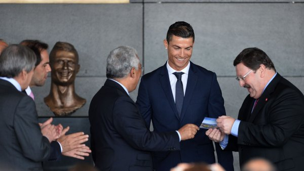 Cristiano Ronaldo honored with statue at airport