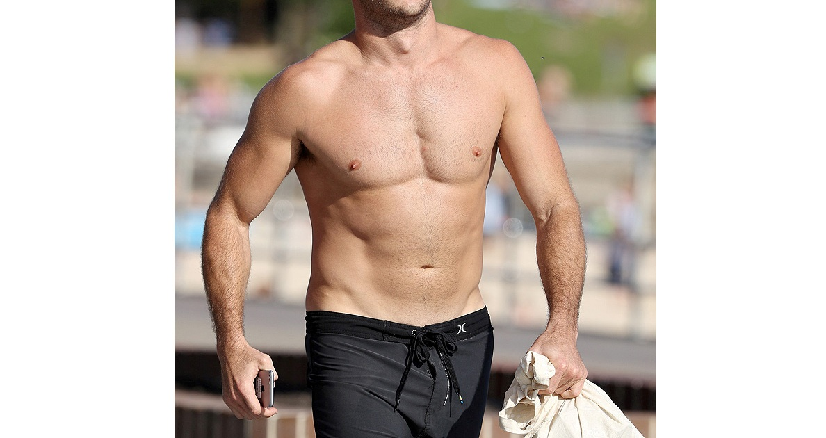 Scott Eastwood Shows Off His Ripped Body At The Beach
