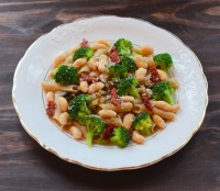 Tuscan White Beans With Pasta and Garlic