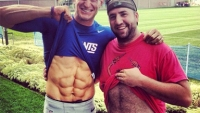 Giants Punter Weatherford Reveals Sick Abs