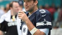 "Tony Romo Says He's Not Fat, Despite That ""Fat Romo"" Photo Everyone's Talking About"