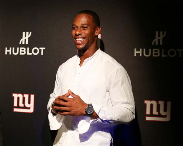 Victor Cruz wears the New York Giants special edition Hublot Classic Fusion Aerofusion