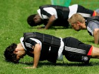 Michael Ballack Performs Weighted Vest Pushup
