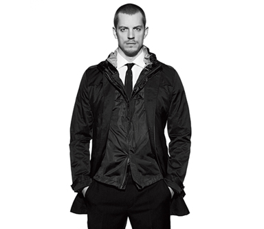 8 Reasons We Want to Trade Places With Joel Kinnaman