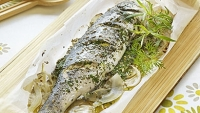 mj-390_294_60-minute-supper-baked-sea-bass-and-tomato-salad