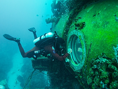 mj-390_294_a-visit-with-fabien-cousteau-65-feet-under-the-sea