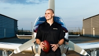 mj-390_294_an-nfl-star-takes-off