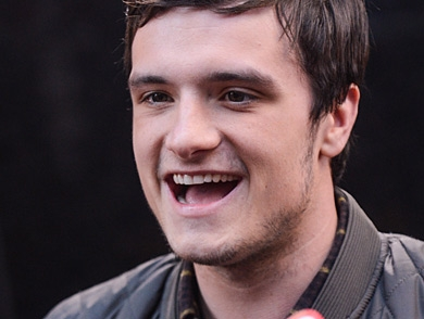mj-390_294_catching-fire-star-josh-hutcherson-is-hooked-on-minecraft