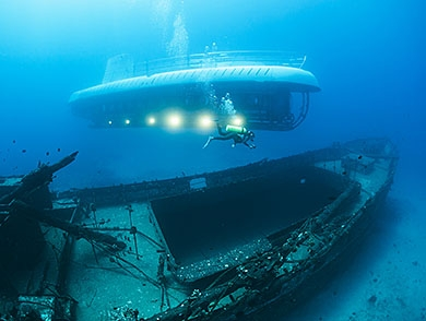mj-390_294_deep-sea-tourism-the-race-to-the-bottom-of-the-ocean