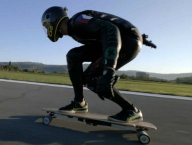 mj-390_294_fastest-speed-on-an-electric-skateboard