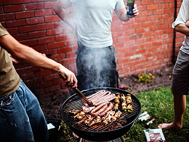 mj-390_294_grill-with-beer-lower-cancer-risk