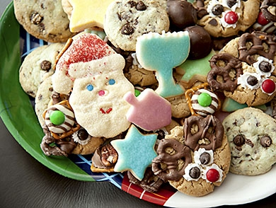 mj-390_294_holiday-eating-your-body-on-a-plate-of-cookies