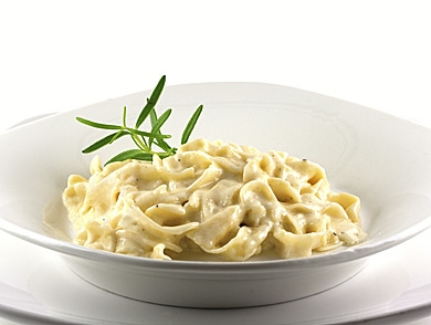 mj-390_294_how-to-make-classic-alfredo-sauce-with-fettuccine