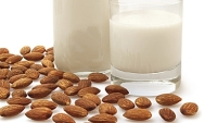 mj-390_294_how-to-make-your-own-almond-milk