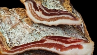 mj-390_294_how-to-make-your-own-bacon