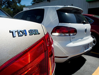 mj-390_294_how-to-remove-your-volkswagen-tdi-badge