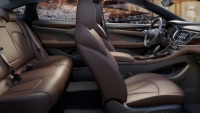 mj-390_294_in-american-luxury-sedans-today-its-the-inside-that-counts