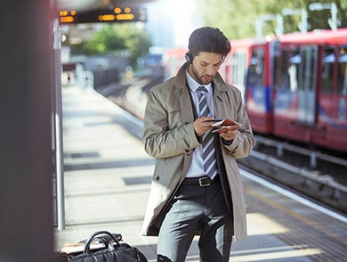 mj-390_294_must-have-apps-to-make-air-travel-more-pleasant