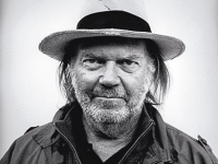 mj-390_294_neil-young-rides-again