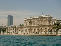 mj-390_294_stay-in-luxury-and-break-this-palaces-curse