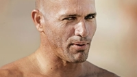 mj-390_294_surfing-legend-kelly-slater-save-the-day-at-waimea-bay