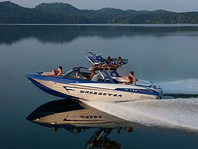 mj-390_294_the-innovative-new-boat-for-wakeboarders