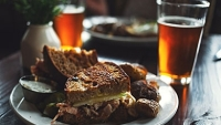 mj-390_294_the-unfussy-guide-to-pairing-food-and-beer