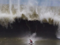 mj-390_294_watch-a-skimboarder-ride-waves-and-pull-tricks-better-than-a-surfer