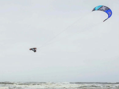 mj-390_294_watch-kiteboarders-soar-40-feet-in-a-rainstorm