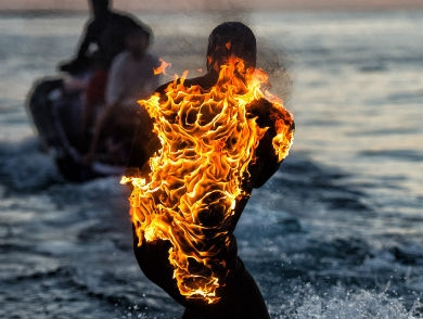 mj-390_294_watch-surfer-jamie-o-brien-ride-teahupo-o-while-on-fire