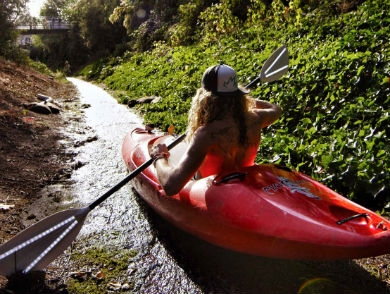 mj-390_294_watch-urban-kayakers-fly-down-a-drainage-pipe
